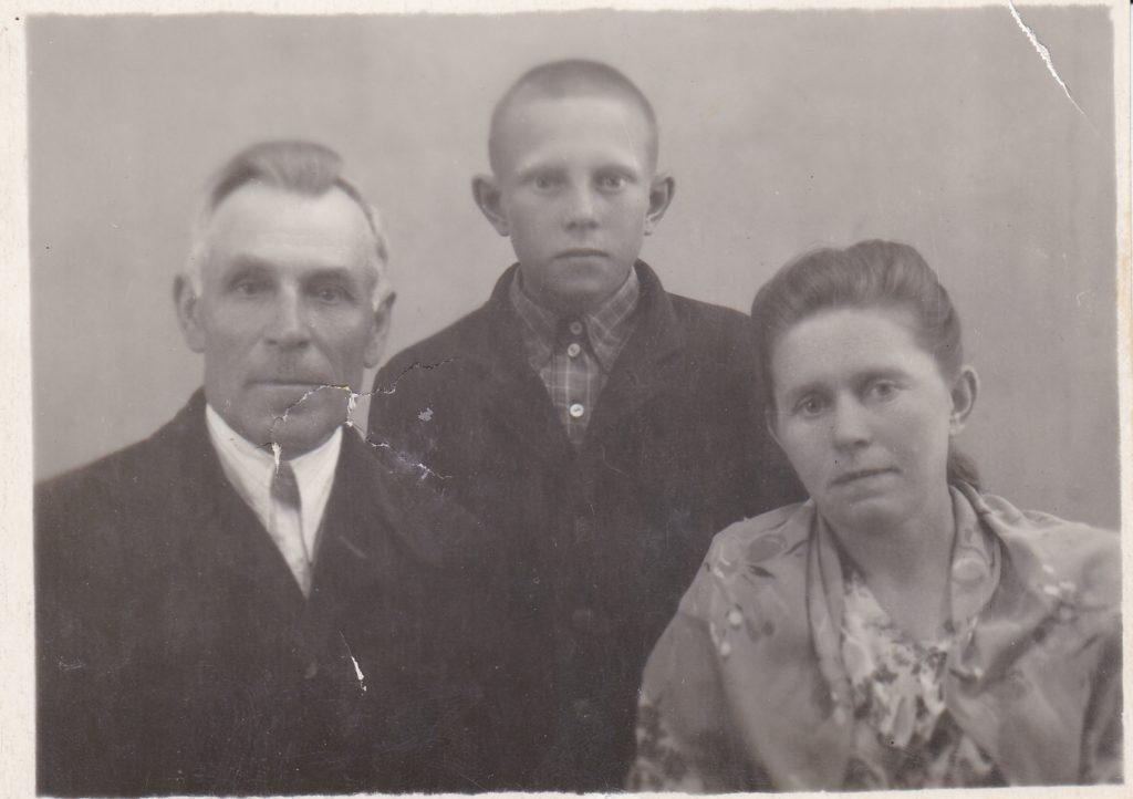 """Подпись на обороте: """" Фото с г. Старобельска 4июля 1954г."""""""
