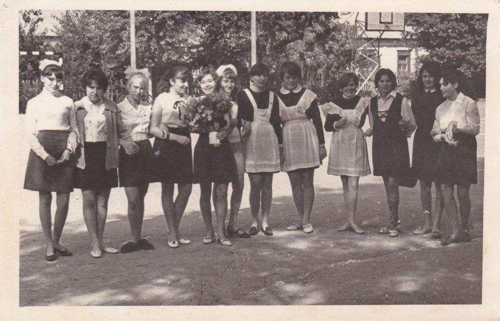 Старобельск. Двор СШ №3. 1970г.