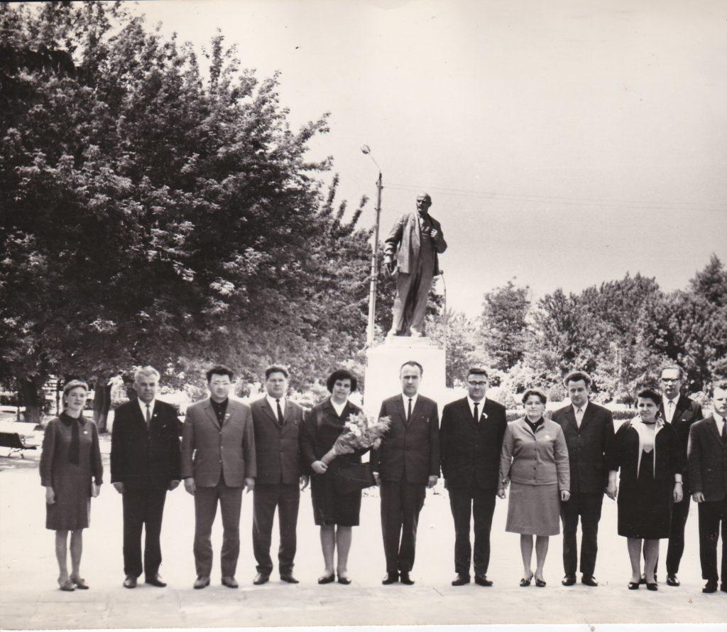 СТАРОБЕЛЬСК, ЛЕТО 1969 ГОДА, БОРИС МИХАЙЛОВИЧ ШАПОВАЛЕНКО С ЧЛЕНАМИ БОЛГАРСКОЙ ДЕЛЕГАЦИИ