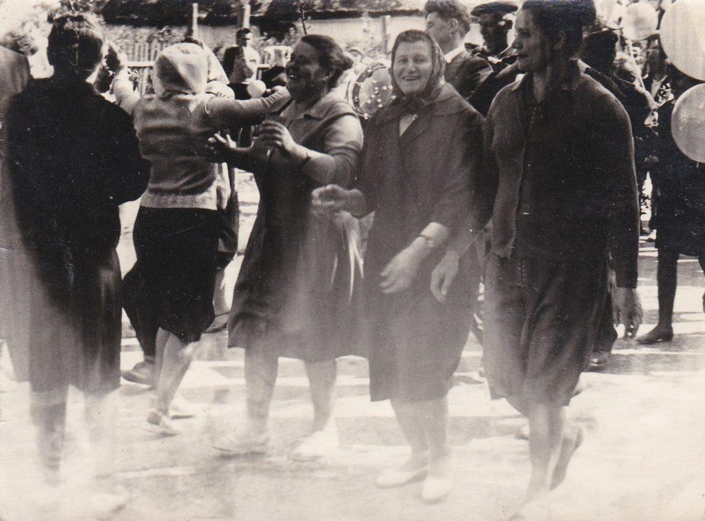 СТАРОБЕЛЬСК, 1 МАЯ 1966года, ПАРАД, КОЛЛЕКТИВ ПЛОДОКОНСЕРВНОГО ЗАВОДА